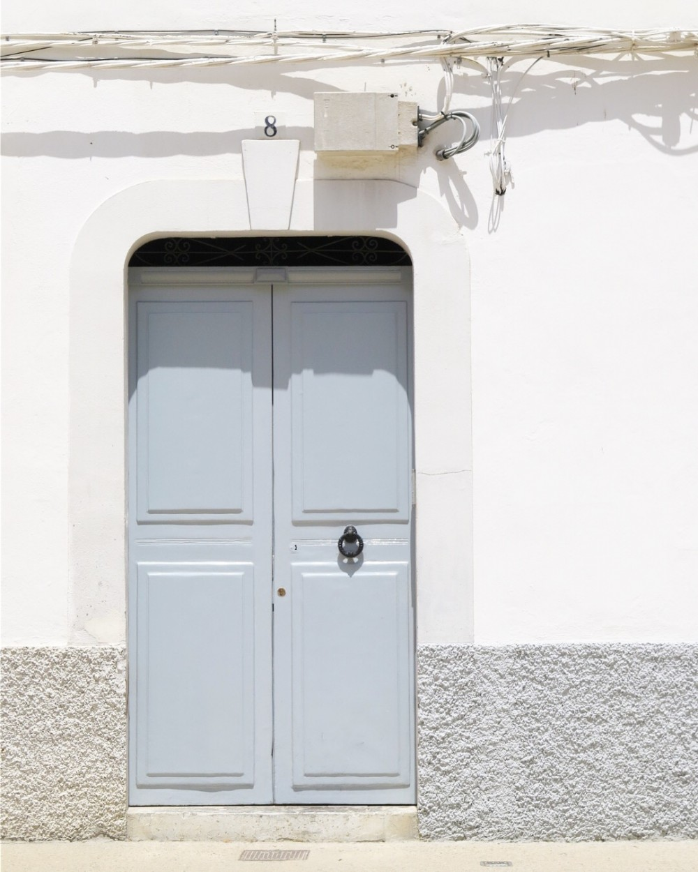 Prettie grey door