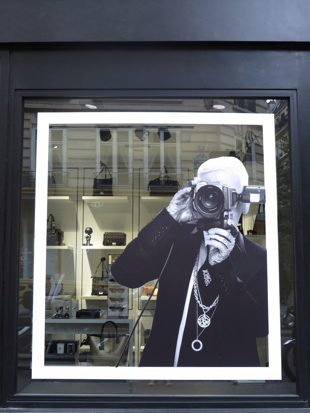 Karl Lagerfield, Paris
